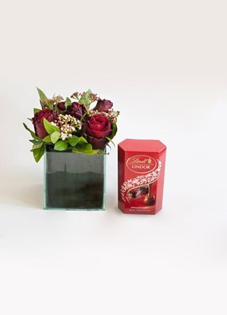 Snack & Gift Hampers: Red Rose Lindt Treat