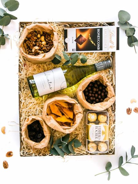 Snacks and Nuts: Simply the Best (Non-Alcoholic White Wine)