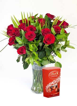 Arrangements: Classic Red Rose Vase with Lindt Lindor